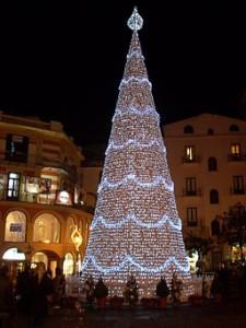 256px-Piazza_Portanova_Natale_2008