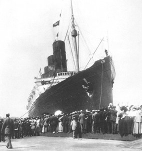 512px-Lusitania_arriving_in_New_York_5
