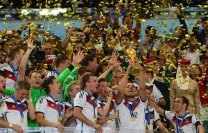 Germany_lifts_the_2014_FIFA_World_Cup
