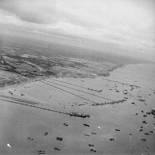 The_Mulberry_artificial_harbour_off_Arromanches_in_Normandy,_September_1944._BU1024